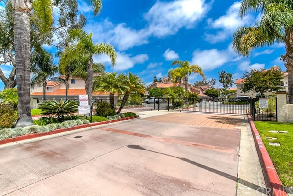 19152 Shoreline Ln Unit 8 Huntington Beach, CA 92648